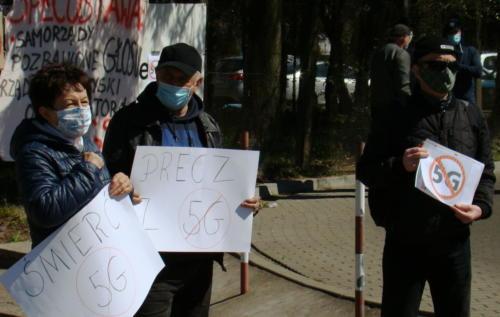 16 (1) (1) (1) (1) (1) - Grupa mieszkańców Kołobrzegu protestowała dziś przeciwko technologii 5G (zdjęcia, wideo)