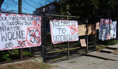1 (1) (1) (1) (1) (1) - Grupa mieszkańców Kołobrzegu protestowała dziś przeciwko technologii 5G (zdjęcia, wideo)