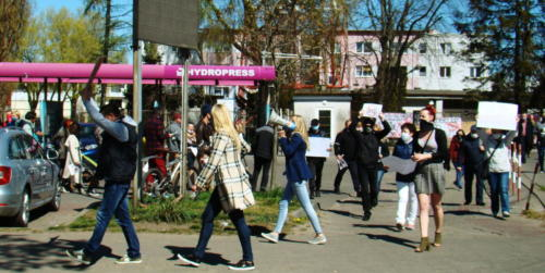 22 (1) (1) (1) (1) (1) - Grupa mieszkańców Kołobrzegu protestowała dziś przeciwko technologii 5G (zdjęcia, wideo)