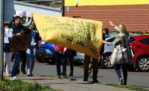 23 (1) (1) (1) (1) (1) - Grupa mieszkańców Kołobrzegu protestowała dziś przeciwko technologii 5G (zdjęcia, wideo)