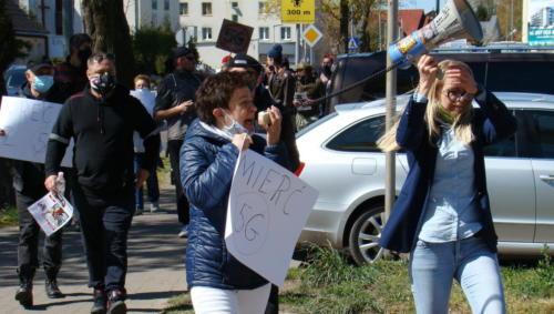 28 (1) - Grupa mieszkańców Kołobrzegu protestowała dziś przeciwko technologii 5G (zdjęcia, wideo)