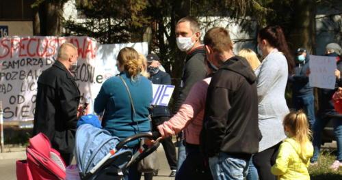 5 (1) (1) (1) (1) - Grupa mieszkańców Kołobrzegu protestowała dziś przeciwko technologii 5G (zdjęcia, wideo)