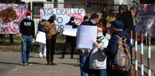 7 (1) (1) (1) (1) (1) - Grupa mieszkańców Kołobrzegu protestowała dziś przeciwko technologii 5G (zdjęcia, wideo)