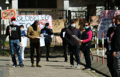 9 (1) (1) (1) (1) (1) (1) (1) (1) - Grupa mieszkańców Kołobrzegu protestowała dziś przeciwko technologii 5G (zdjęcia, wideo)
