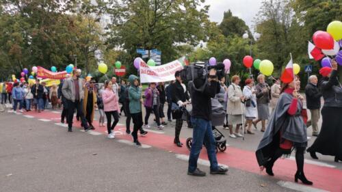 marsz11 (1) - W niedzielę ulicami Kołobrzegu przeszedł Marsz dla Życia i Rodzin (ZDJĘCIA, WIDEO)