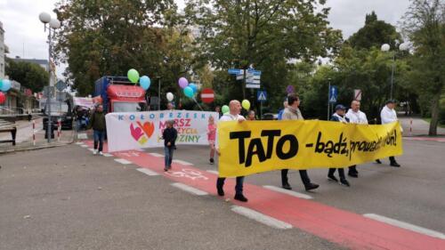 marsz12 - W niedzielę ulicami Kołobrzegu przeszedł Marsz dla Życia i Rodzin (ZDJĘCIA, WIDEO)