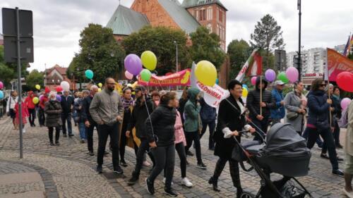marsz13 - W niedzielę ulicami Kołobrzegu przeszedł Marsz dla Życia i Rodzin (ZDJĘCIA, WIDEO)