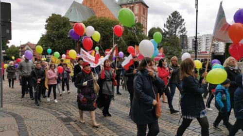 marsz15 1 - W niedzielę ulicami Kołobrzegu przeszedł Marsz dla Życia i Rodzin (ZDJĘCIA, WIDEO)