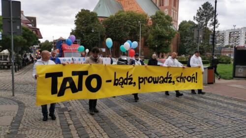 marsz15 2 - W niedzielę ulicami Kołobrzegu przeszedł Marsz dla Życia i Rodzin (ZDJĘCIA, WIDEO)