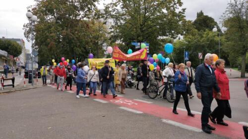 marsz16 (1) - W niedzielę ulicami Kołobrzegu przeszedł Marsz dla Życia i Rodzin (ZDJĘCIA, WIDEO)