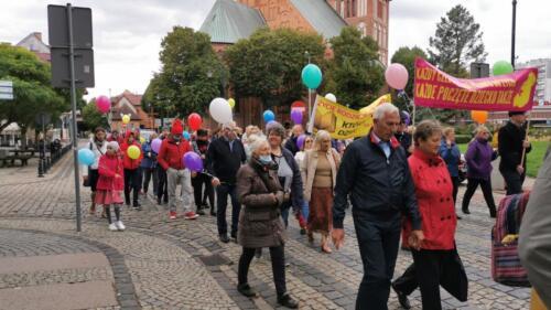 marsz17 - W niedzielę ulicami Kołobrzegu przeszedł Marsz dla Życia i Rodzin (ZDJĘCIA, WIDEO)