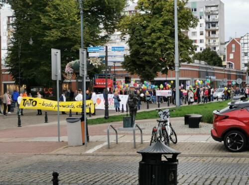 marsz2 (1) - W niedzielę ulicami Kołobrzegu przeszedł Marsz dla Życia i Rodzin (ZDJĘCIA, WIDEO)