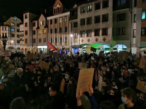 p4 - Tłumy podczas Marszu ku Wolności. Kibice: Kobiety jesteśmy z Wami! (zdjęcia, wideo)