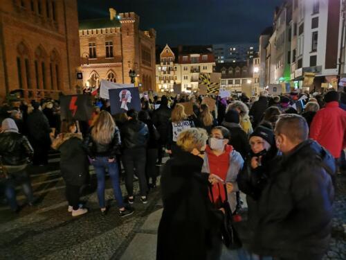 p6 (1) - Tłumy podczas Marszu ku Wolności. Kibice: Kobiety jesteśmy z Wami! (zdjęcia, wideo)