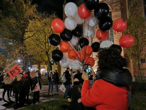 p6 (2) - Tłumy podczas Marszu ku Wolności. Kibice: Kobiety jesteśmy z Wami! (zdjęcia, wideo)