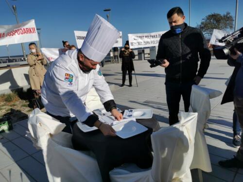 pr6 (2) - Czarna polewka dla rządzących. Dziś protestowała branża gastronomiczna (ZDJĘCIA, WIDEO)