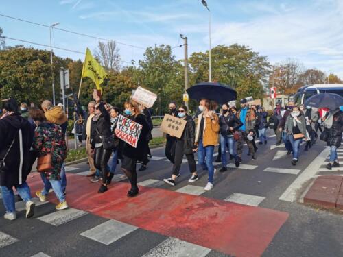 protest4 (1) - Około 2,5 tys. osób protestowało dziś w Kołobrzegu przeciwko orzeczeniu TK ws. aborcji (ZDJĘCIA, WIDEO)