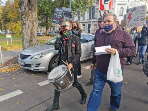 protest4 (2) - Około 2,5 tys. osób protestowało dziś w Kołobrzegu przeciwko orzeczeniu TK ws. aborcji (ZDJĘCIA, WIDEO)