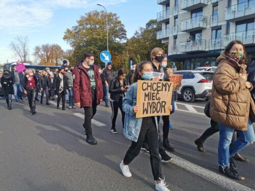 protest6 (2) - Około 2,5 tys. osób protestowało dziś w Kołobrzegu przeciwko orzeczeniu TK ws. aborcji (ZDJĘCIA, WIDEO)