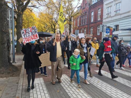 protest8 (1) - Około 2,5 tys. osób protestowało dziś w Kołobrzegu przeciwko orzeczeniu TK ws. aborcji (ZDJĘCIA, WIDEO)